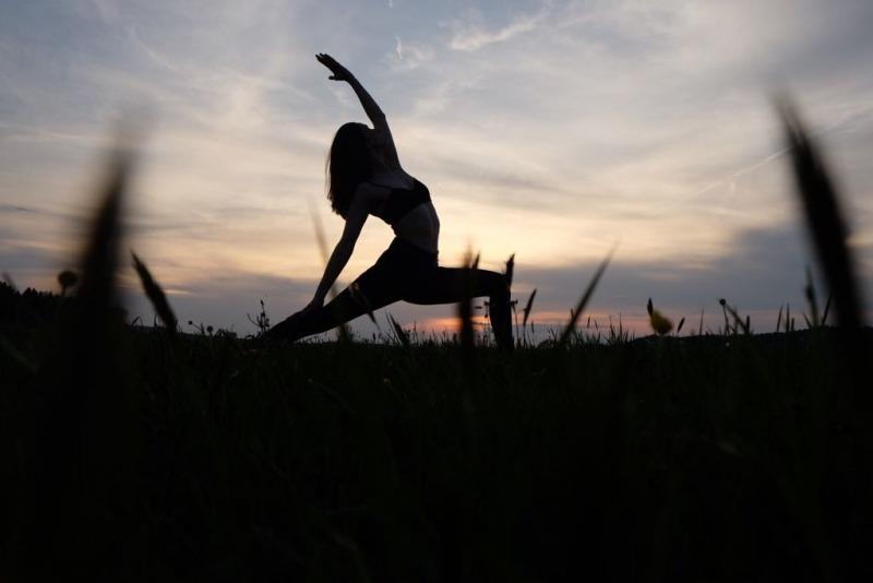 Jana macht Yoga